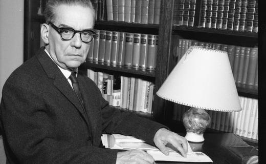 """Beograd, 8. decembra 2011 - ARHIVSKA FOTOGRAFIJA, 19. januara 1961. godine - Na svecanosti u Stokholmu, u dvorani Koncertne palate Svedske kraljevske akademije, 10. decembra 1961, srpskom piscu Ivi Andricu je dodeljena Nobelova nagrada za knjizevnost. Svedska kraljevska akademija donela je 26. oktobra 1961. odluku da se Andricu dodeli Nobelova nagrada za knjizevnost, za delo """"Na Drini cuprija"""", kao i za sveukupan njegov knjizevni rad.  FOTO TANJUG/ STR/ dmm"""